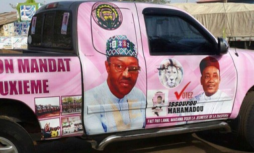 Scam! President, Mahamadou of Niger uses President Buhari's picture to gain support