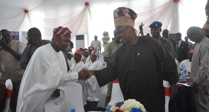 Peacemaker…Fashola brokers farcical peace between Aliko Dangote and Gov. Amosun