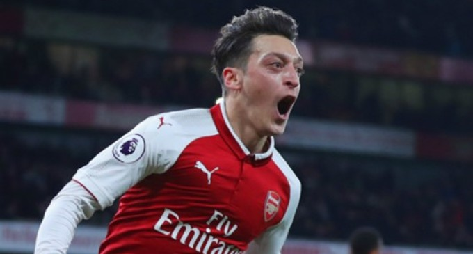 Ozil signs new deal, becomes highest-paid Arsenal player