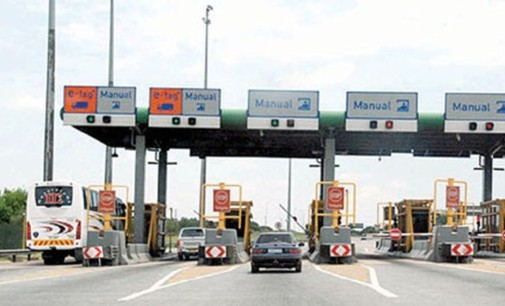 Many stranded as government shuts Seme border