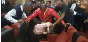 BREAKING: Hoodlums Beat Up Sowore At Kanu's Trial